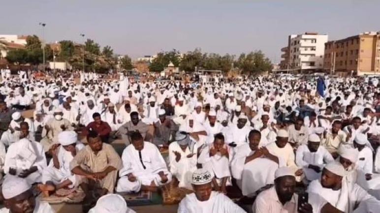 صلاة العيد في السودان رغم إجراءات كورونا تثير غضباً في مواقع التواصل