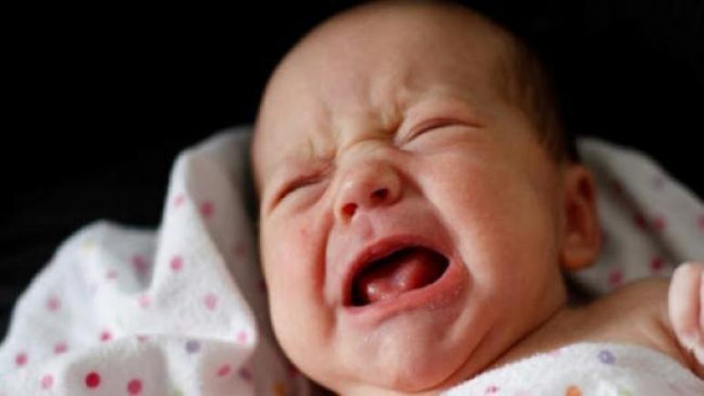 حادثة أليمة في المنستير: عاد الى المنزل وهو في حالة سكر فدهس ابنه الرضيع ذا الـ3 أشهر دون أن ينتبه إليه فتسبب في موته