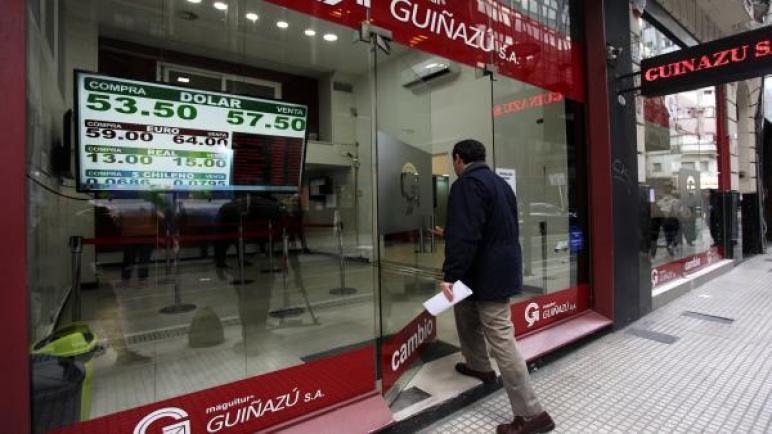 الأرجنتين تمدد مجددا مهلة لمحادثات إعادة هيكلة الديون
