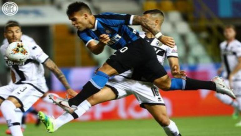 إنتر يقلب تأخره لفوز بثنائية على بارما في الدوري الإيطالي