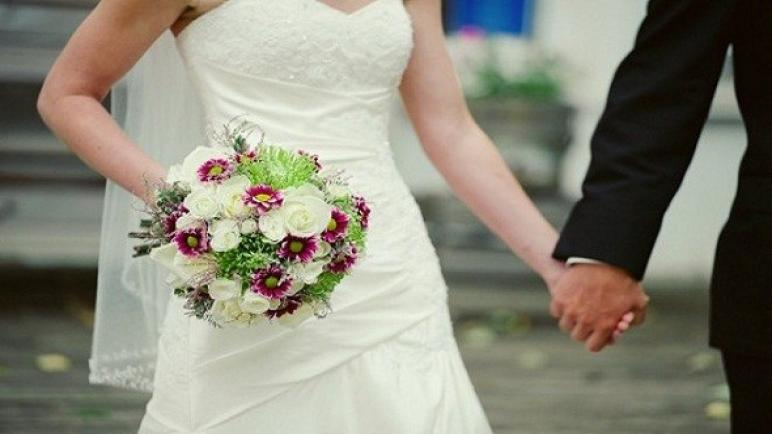 """الحزن يخيم على حفل زواج بسبب صورة نُشرت بالخطأ لـ""""العروس"""" في حساب مشهور"""