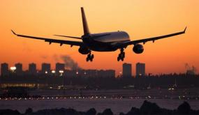 تأخر وصول الطائرة بدقيقة واحدة فأحيل كل الركاب على الحجر الصحي