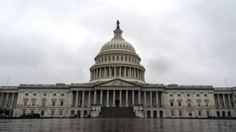 كيف يتحكم النفوذ والعلاقات السياسية في المال داخل الولايات المتحدة؟