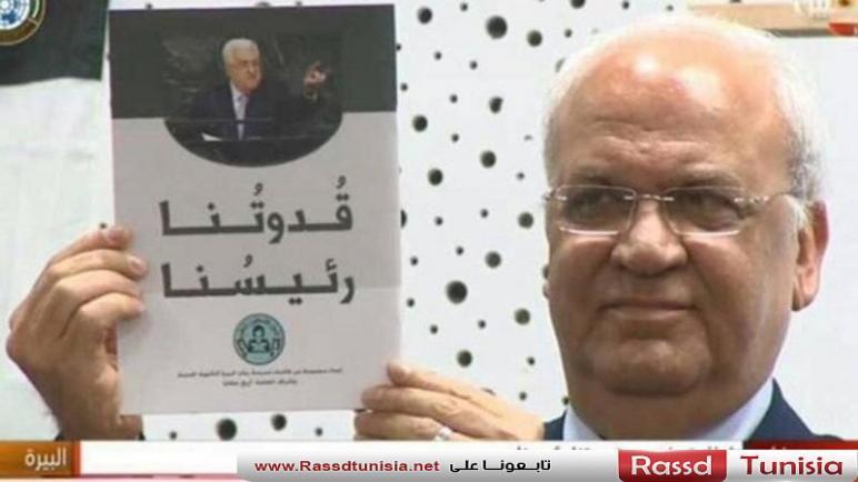 """فلسطينيون يسخرون من كتيّب """"قدوتنا رئيسنا"""": أبو مازن على خطى القذافي"""