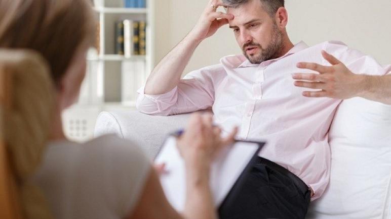 تقرير يرصد أضرار تأخر الزواج على الرجل تعرف عليها