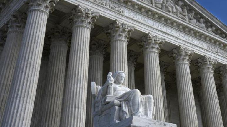 المحكمة العليا توجّه ضربة لترامب في قضية بياناته الضريبية