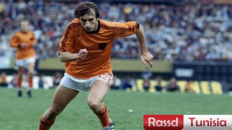 الاتحاد الهولندي يعلن وفاة نجم كرة القدم السابق روب رينسينبرينك عن عمر يناهز 72 عامَا
