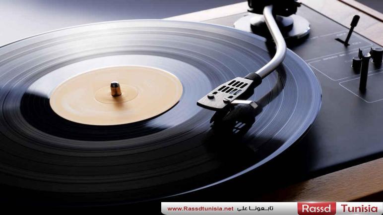 تقرير جديد يتوقع تخطي مبيعات أقراص الفينيل لمبيعات CD لأول مرة منذ العام 1986