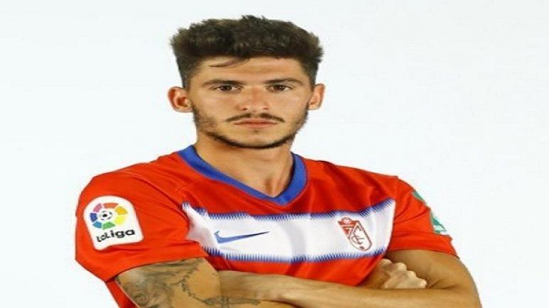 غرناطة الإسباني يكشف تفاصيل تجديد عقد لاعبه كارلوس نيفا حتى 2022