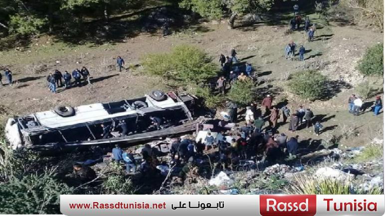 بالفيديو/ أحد النّاجين يروي تفاصيل مروّعة عن حادث انقلاب حافلة بعمدون