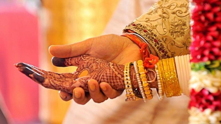 """وفاة عريس بعد يومين من زفافه وإصابة المعازيم بفيروس """"كورونا"""" في الهند"""