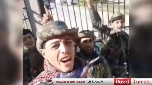 المرصد السوري لحقوق الانسان ينشر فيديو لمقاتلين سوريين موالين لتركيا يقاتلون في ليبيا بعد ان تم نقلهم من ادلب (فيديو)
