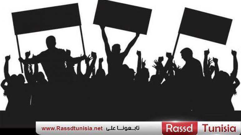 توزر: عمال الحضائر يحتجون أمام مقر الولاية للمطالبة بتفعيل بنود الاتفاق القاضي بتسوية وضعيتهم